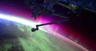 Auore boréale observée depuis l'espace