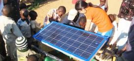 Une canadienne de 19 ans invente un système qui produit de l'eau potable et améliore la puissance des panneaux solaires de 40%