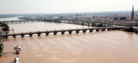 Bordeaux expérimente une hydrolienne fluviale flottante dans la Garonne