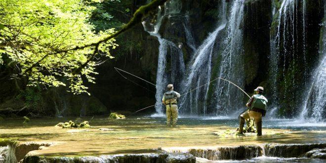 En première ligne pour observer la vie des cours d'eau, les pêcheurs à la ligne jouent en faveur de la continuité écologique