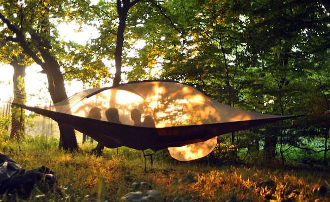 tente-pour-camper-dans-les-arbres