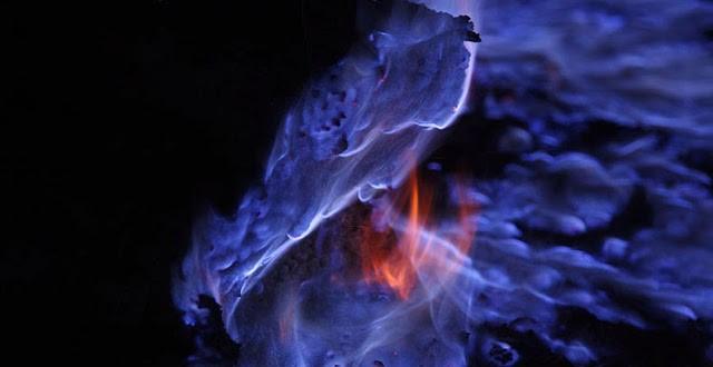volcan-kawah-ijen-lave-bleue